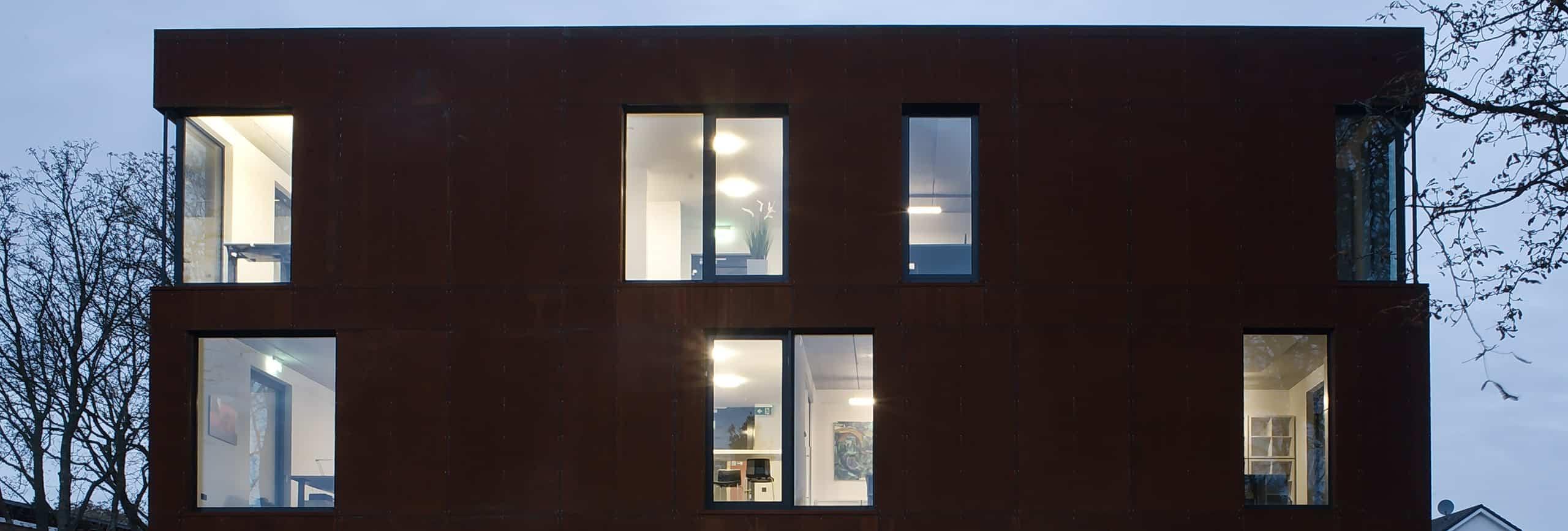 Modernes Gebäude von ISR Haan